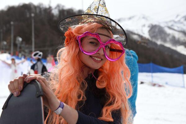 Nuevo descenso récord: Esquiando en bañadores - Sputnik Mundo