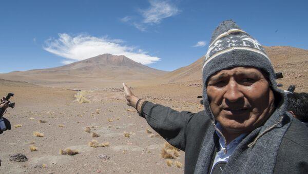 Bolivia's President Evo Morales gestures towards the route of Silala - Sputnik Mundo