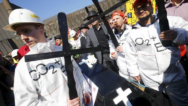 Metalúrgicos alemanes protestan contra la competencia china y el alza de impuestos - Sputnik Mundo