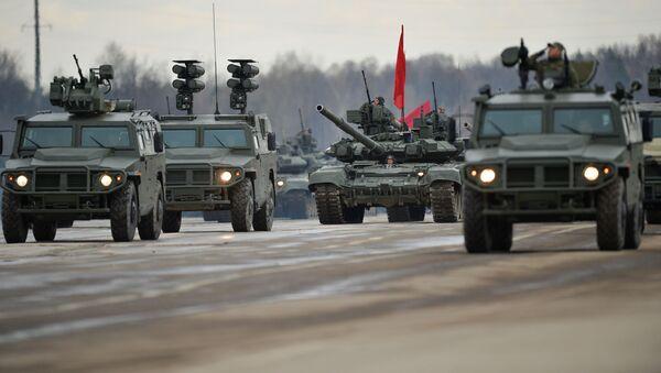 Los vehículos blindados rusos se entrenan para el Desfile de la Victoria del 9 de Mayo. Los Tigres de varias modificaciones acompañan una columna de tanques.   - Sputnik Mundo