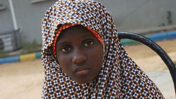 Zahra'u Babangida de 13 años detenida con la cinturón de explosivos puesto a su cuerpo - Sputnik Mundo