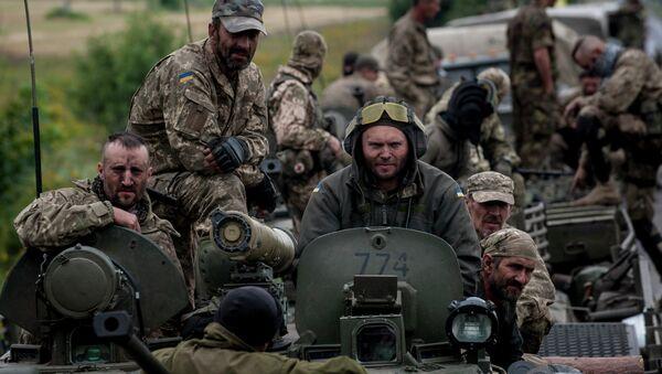 El soldado ucraniano en la región de Donetsk, Ucrania - Sputnik Mundo