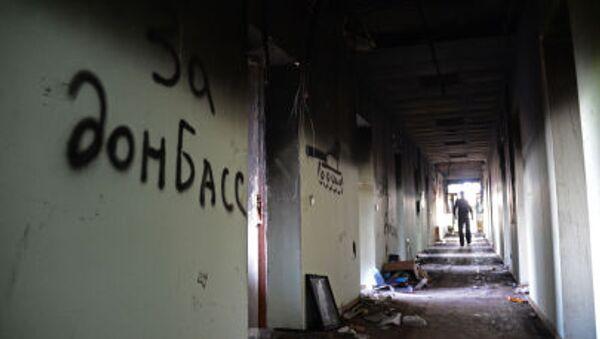 Un edificio destruido en Donbás, Ucrania - Sputnik Mundo