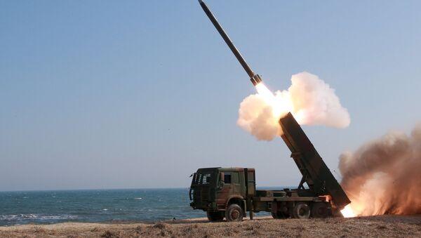 Lanzamiento de un misil en Corea del Norte (archivo) - Sputnik Mundo