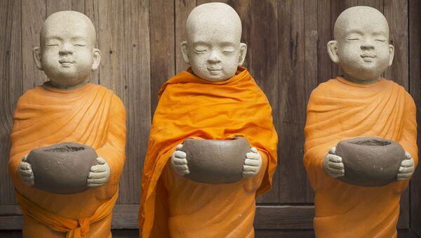 Статуэтки буддийских монахов - Sputnik Mundo