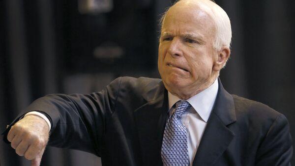 John McCain, senador republicano - Sputnik Mundo