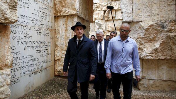 Heinz-Christian Strache (centro) durante su visita a Israel - Sputnik Mundo
