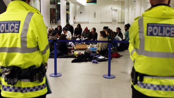 Policías en el aeropuerto de Manchester - Sputnik Mundo
