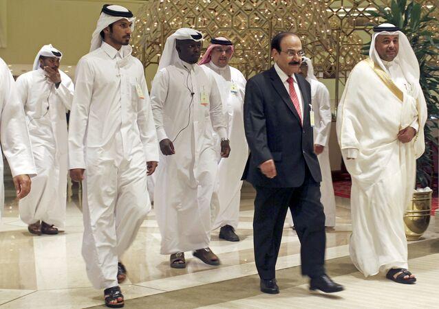 El ministro de energía de Bahrain llega al encuentro de la OPEP en Doha