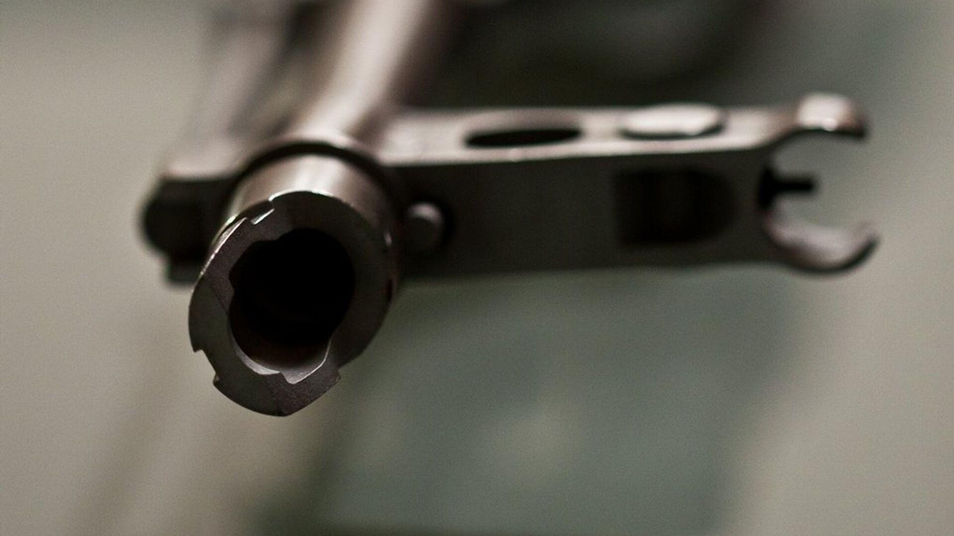 Un fusil Kalashnikov - Sputnik Mundo, 1920, 05.08.2021
