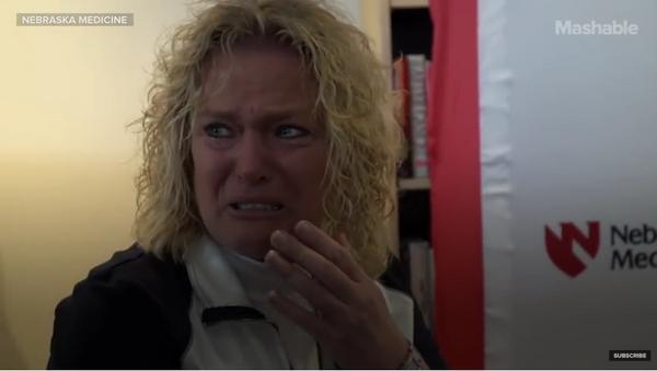 Madre rompe a llorar al oír el latido del corazón de su hijo muerto - Sputnik Mundo
