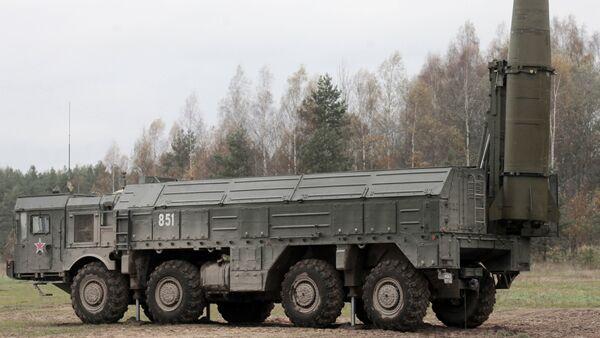 Las maniobras con el uso del complejo de misiles tácticos ruso Iskander - Sputnik Mundo