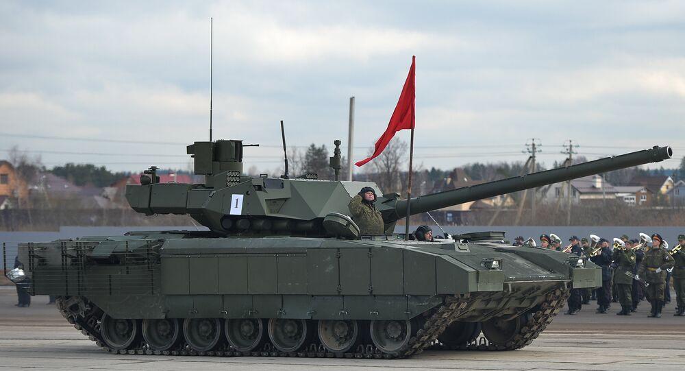 El tanque ruso T-14 Armata durante los ensayos del Desfiles de la Victoria de 2016