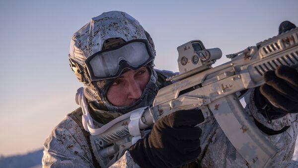 Soldado ruso en el Ártico (archivo) - Sputnik Mundo