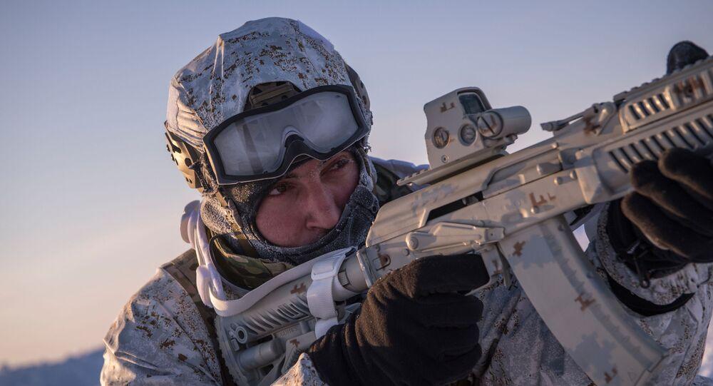 Soldado ruso en el Ártico (archivo)