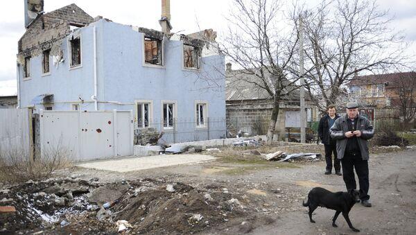 Casa demolida en Donetsk - Sputnik Mundo