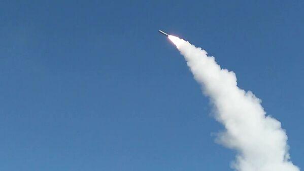 El complejo de misiles ruso Iskander-M abate su blanco - Sputnik Mundo