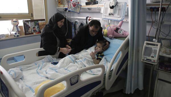 Ahmed Dawabsha, uno de los palestinos heridos en los ataques de los colonos israelíes en el pueblo de Duma, Cisjordania - Sputnik Mundo