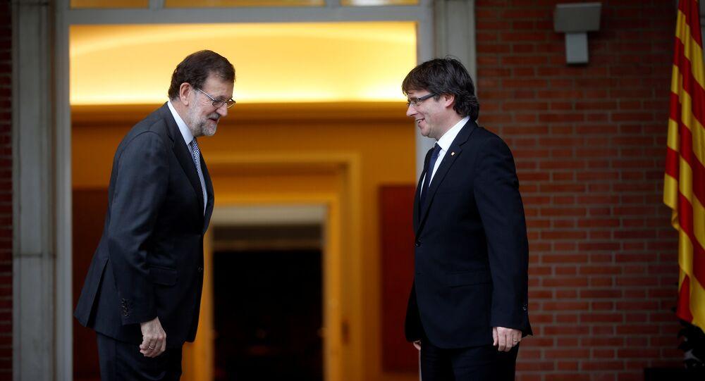 Mariano Rajoy, presidente del Gobierno español, y Carles Puigdemont, presidente de Cataluña (archivo)