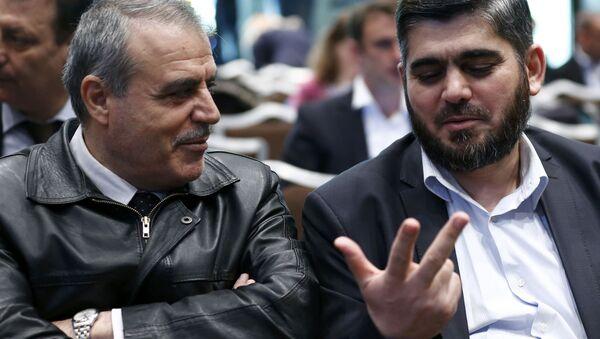 Jefe de la delegación del ACN, Asad al Zoubi y negociador principal del ACN Mohamad Alloush - Sputnik Mundo