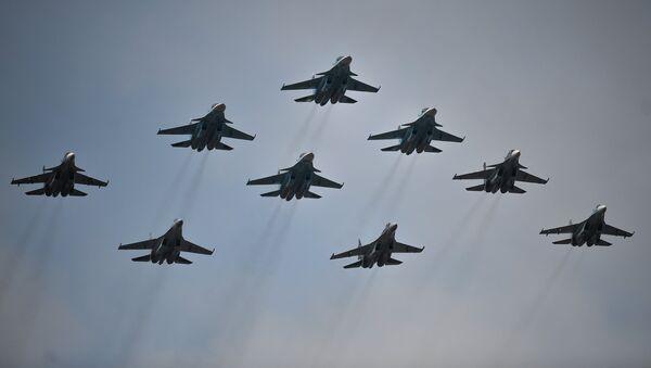Cazas rusos Su-30 y Su-35 - Sputnik Mundo
