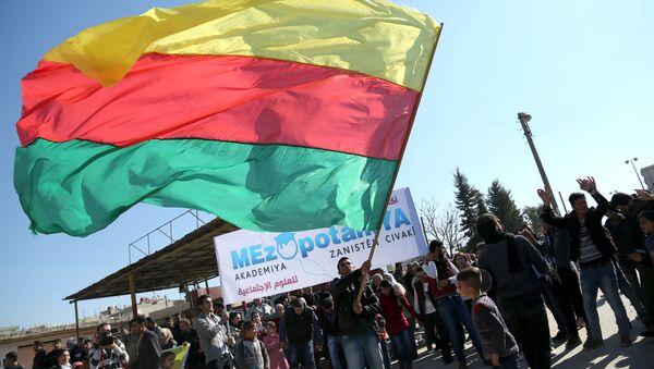 Bandera de Kurdistán sirio (Archivo) - Sputnik Mundo