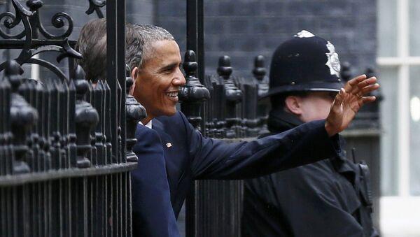 Barack Obama, el presidente de EEUU, durante su viaje a Reino Unido - Sputnik Mundo
