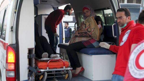 Evacuan a más de 500 sirios heridos de las localidades bloqueadas - Sputnik Mundo