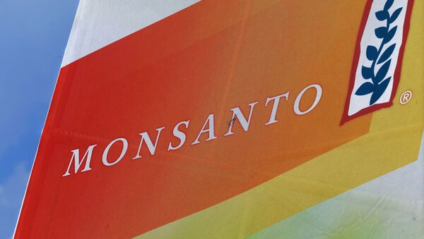 Monsanto logo at the Farm Progress Show in Decatur, Ill - Sputnik Mundo
