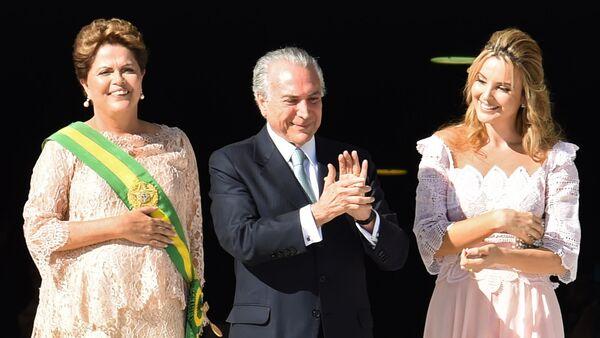 Dilma Rousseff, Michel Temer y su esposa Marcela (dcha.) - Sputnik Mundo