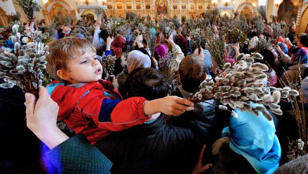 Los ortodoxos celebran el Domingo de Ramos - Sputnik Mundo