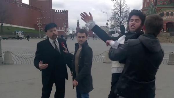 Lenin y Pushkin 'se pelean' en la Plaza Roja de Moscú - Sputnik Mundo