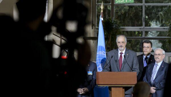 Jefe de la delegación del Gobierno sirio, Bashar Jaafari, habla durante las negociaciones en Ginebra - Sputnik Mundo