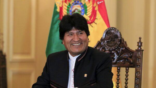 El presidente Evo Morales sonríe durante una conferencia de prensa - Sputnik Mundo