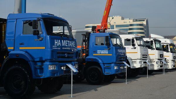Los nuevos camiones Kamaz en la exhibición en la ciudad de Grozny - Sputnik Mundo