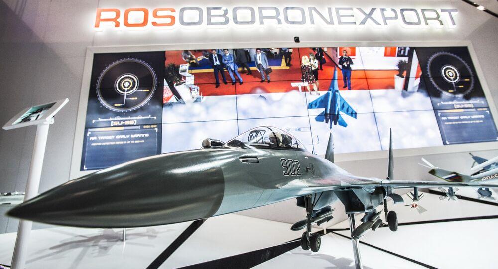 El módelo del caza ruso Su-35 en el mostrador de Rosoboronexport