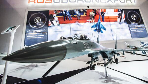 El modelo del caza ruso Su-35 en el mostrador de 'Rosoboronexport' - Sputnik Mundo