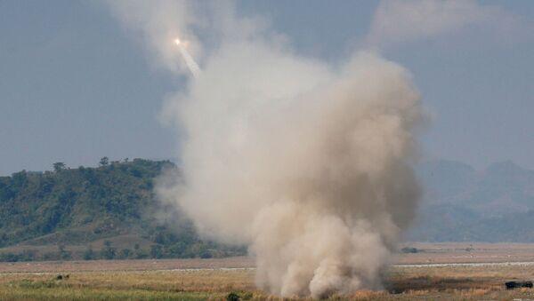 Lanzadera de misiles HIMARS en acción (archivo) - Sputnik Mundo