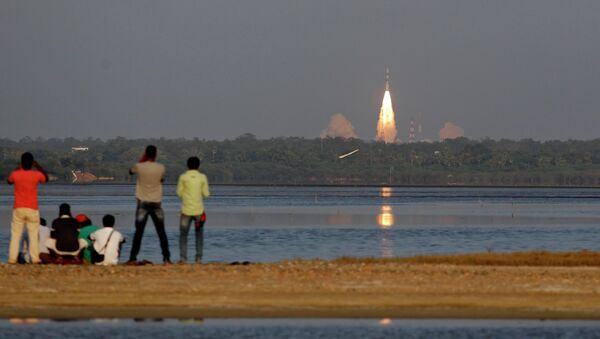 Indian Space Research Organisation's Polar Satellite Launch Vehicle-C27 successfully lifted off from the Sriharikotta rocket port carrying IRNSS-1D - Sputnik Mundo