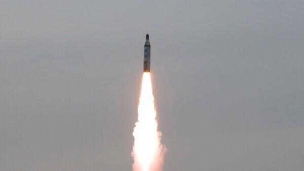 Lanzamiento de un misil norcoreano (imagen referencial) - Sputnik Mundo