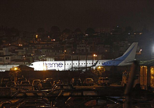 Avión de aerolínea ecuatoriana sale de pista