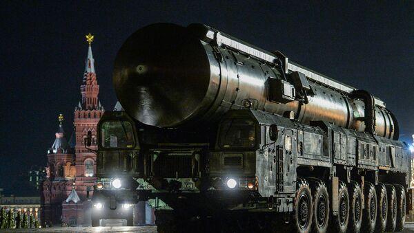 Ensayo nocturno del desfile del Día de la Victoria en la Plaza Roja - Sputnik Mundo