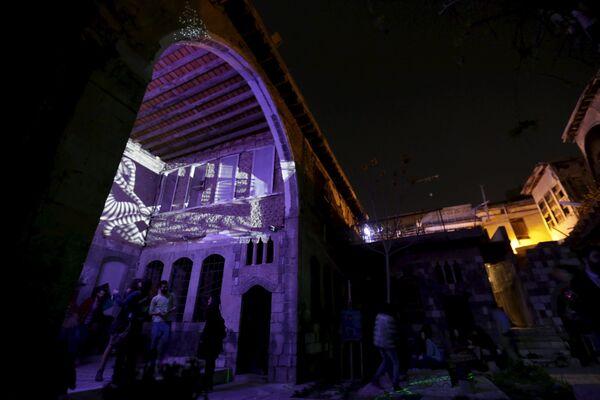 Nueva vida nace de las cenizas: El ambiente nocturno de Damasco desafía a la guerra - Sputnik Mundo