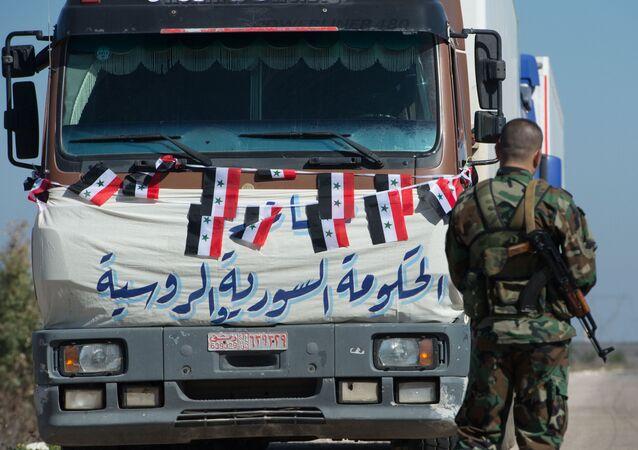Convoy con la ayuda humanitaria para la localidad siria de Ibta