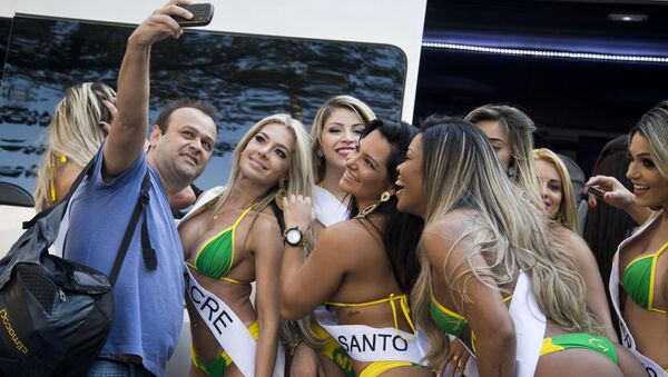 Participantes del certamen Miss Bumbum Brasil - Sputnik Mundo