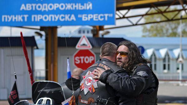 Los Lobos de la Noche en la frontera entre Bielorusia y Polonia - Sputnik Mundo