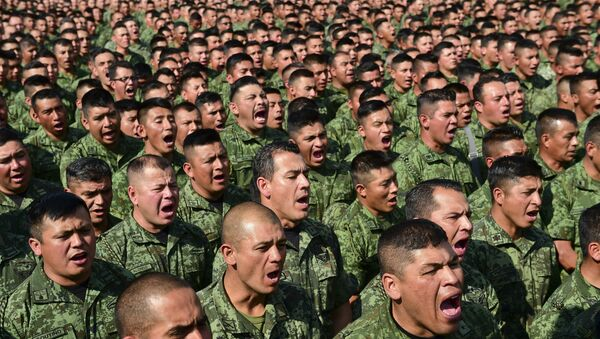 Some 26,000 Mexican soldiers assemble at a military base in Mexico City on April 16, 2016 to hear Mexican Defense Secretary Salvador Cienfuegos read out a public apology. - Sputnik Mundo