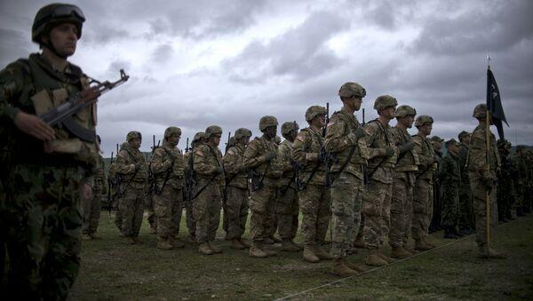 Los soldados estadounidenses durante las maniobras de la OTAN en Europa del Este - Sputnik Mundo