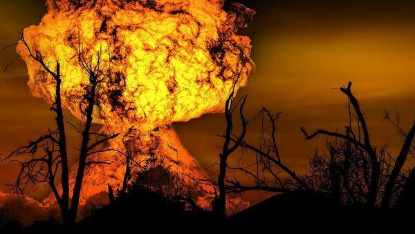 Una explosión nuclear - Sputnik Mundo