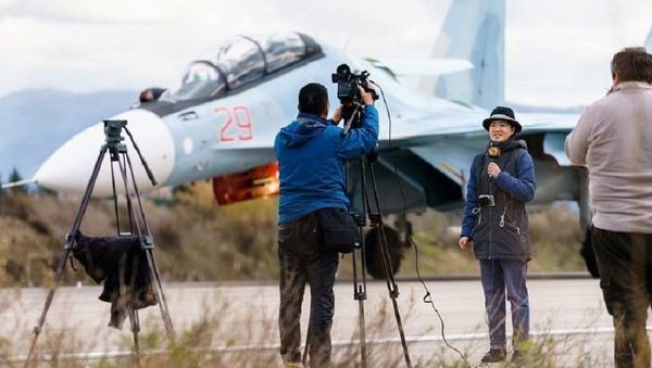 Periodistas en la base aérea Hmeymim en Siria - Sputnik Mundo
